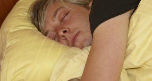 فوائد النوم على الجانب الايمن